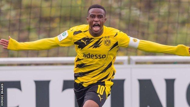 Meski Kalah 1-2 Dari Union Berlin, Youssoufa Moukoko Catat Sejarah Bagi Borussia Dortmund